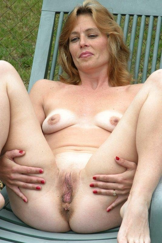 Naked women housewives